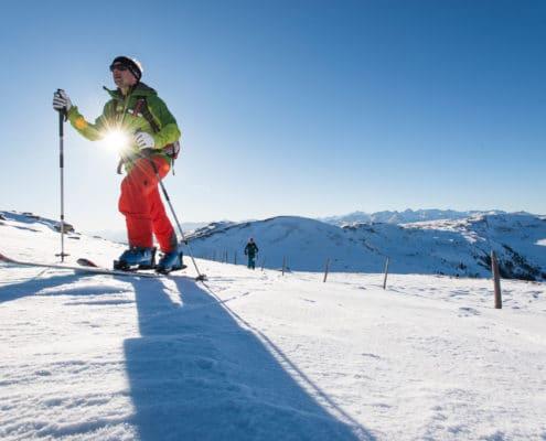 Skitourengeher beim Anstieg zur Gaipahöhe auf der Nockberge-Trail Skidurchquerung