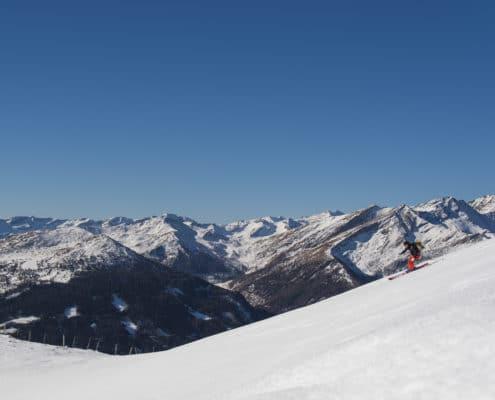 Skitourengeher bei der Abfahrt beim Teuerlnock auf der Nockberge-Trail Skidurchquerung
