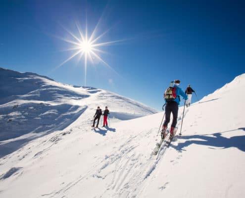 Skitourengeher beim Falkert auf der Nockberge-Trail Skidurchquerung
