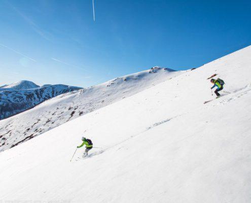Abfahrt auf der Nockberge-Trail Skidurchquerung mit Blick auf die Nockberge