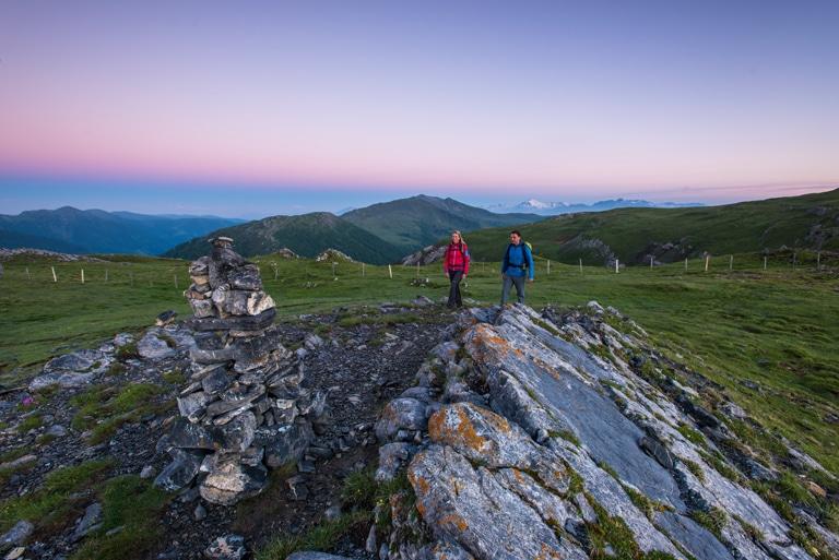 Nockberge-Trail Wanderroute Morgenlicht am Gipfel
