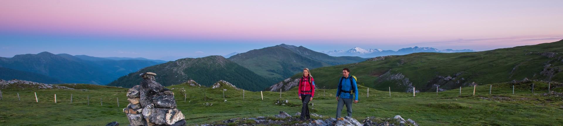 Nockberge-trail Wanderroute im Morgenlicht
