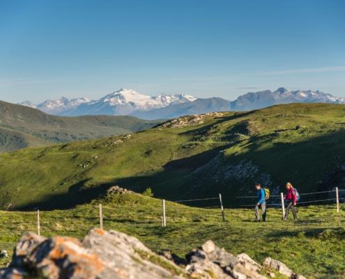Blick auf die Hochalmspitze im Sommer an der Nockberge-Trail Wanderroute